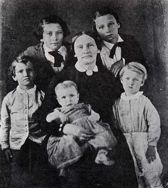 Mary Maverick and children. Image courtesy of the The Dolph Briscoe Center for American History, The University of Texas at Austin