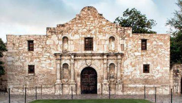 Mission San Antonio de Valero. Image courtesy of TheAlamo.org.